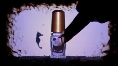 甘い香りの「マジョリカマジョルカ」ネール瓶に封印された物語、公開中