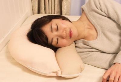 ストレートネックが気になる働く女子に!女性専用枕が発売
