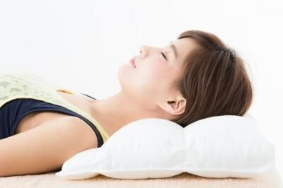 """""""睡眠美容""""をかなえる!ビューティ枕「キュアレ プラチナム」で整体効果を手に入れる!"""