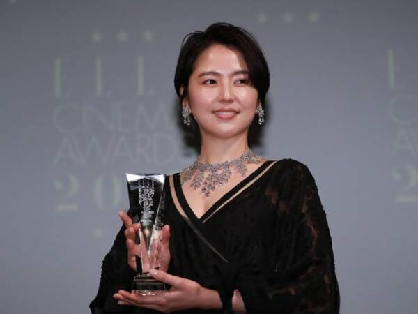 長澤まさみ、11億円のジュエリーで「エル シネマ大賞」授賞式に登場