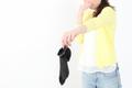 におう「放置靴下」でパートナーへの愛は「結婚当初」の半分以下に!?
