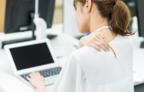 デスクワーカーの97%が悩む肩こり…「仕事効率の低下」も7割以上