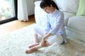 平成ママは「背中」「足」「腰」がお疲れ気味!?「仕事で立ちっぱなし」も半数!