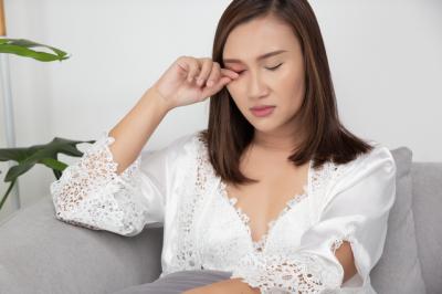 約7割が「残業の原因」に。花粉シーズンに気になる「目」のストレス症状とは?