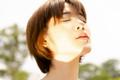 シワ・たるみの原因に…紫外線による「光老化」に要注意