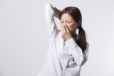 体臭の気になる季節が到来。今年はストレス起因のニオイにも注意!