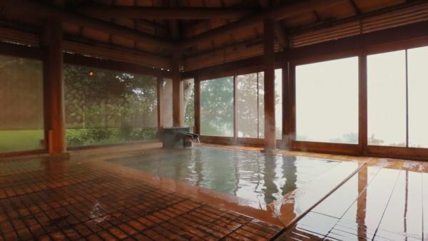神の湯とも呼ばれた温泉。「星野リゾ—ト 界 熱海」の絶景温泉を紹介
