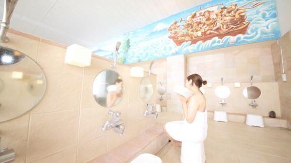 商店街すぐそばの「戸越銀座温泉」は天然黒湯温泉で懐かしくも新しい銭湯