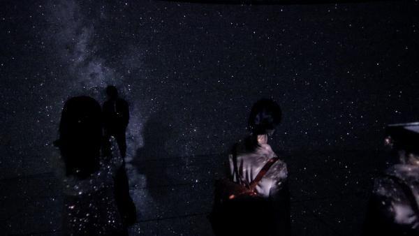 「君の名は。」の名シーンが夜空のスクリーンに♡HUAWEI presents 星空のイルミネーション