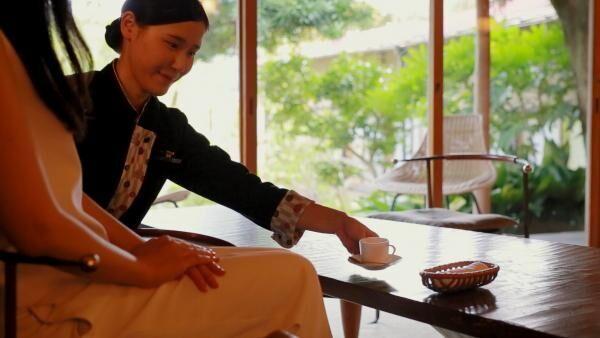 「星野リゾ—ト 界 熱海」で伝統とモダンが融合する旅館に泊まる