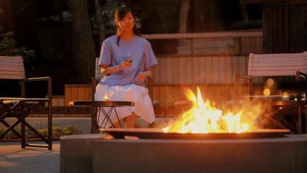 「星のや富士」のオススメ焚き火ラウンジで幻想的なグランピング体験