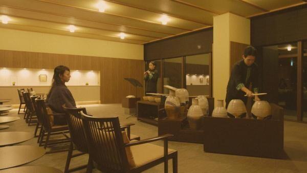 「星野リゾート 界 鬼怒川」で体験する、美しい益子焼きの生演奏