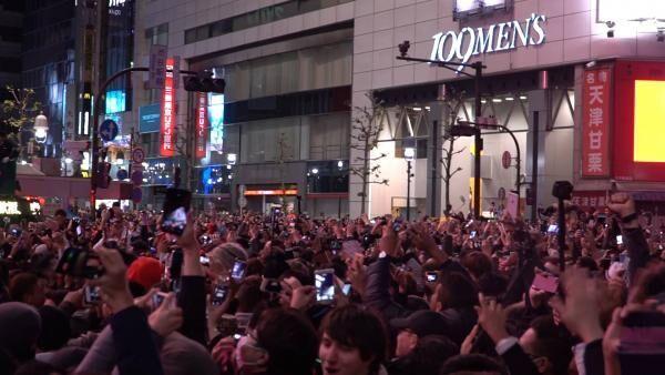 渋谷のスクランブル交差点がホコ天に!? 67,000人が参加した ...