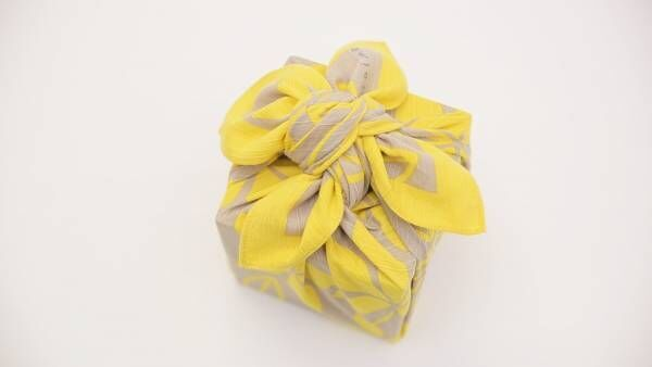ラッピングやお弁当の包みにピッタリな「花びら包み」