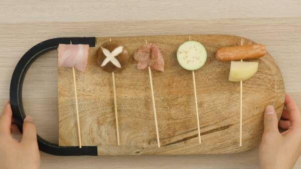とろ〜りチーズを具材につけて!串巻きトマトチーズフォンデュ鍋