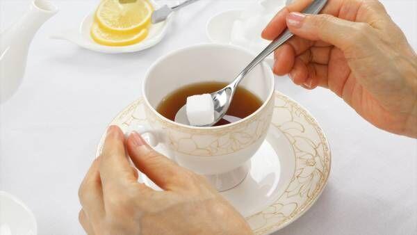 両手で飲むのはNG! 知ればよりエレガントになれる「紅茶」の飲み方