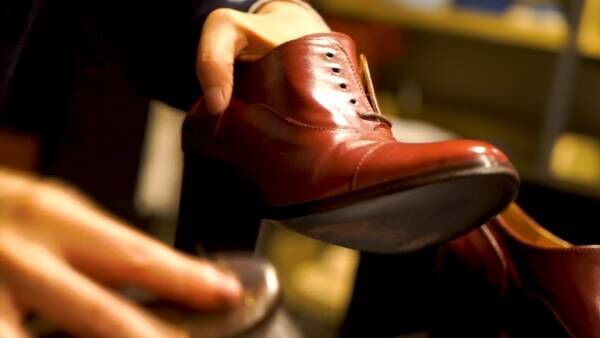 """秋靴のお手入れに!""""靴磨き職人""""直伝の靴磨きのコツって?"""