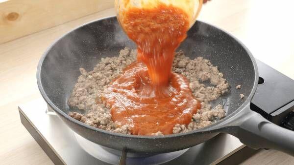 並べて焼くだけ。彩り野菜の簡単ミートラタトゥイユ