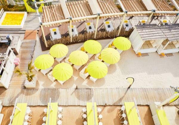 新宿屋上の白浜でBBQ!「Happy Yellow Beach」