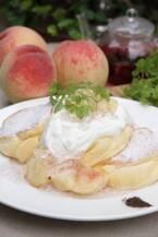 「幸せのパンケーキ」国産白桃を使用した季節限定メニュー登場!
