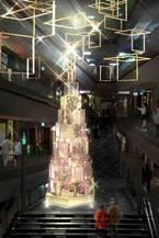 明かり方が美しく変わりつづける表参道ヒルズのクリスマスイルミネーション