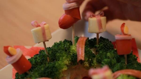 フォトジェニックで盛り上がる! パーティーにぴったりの「クリスマスリースサラダ」の作り方♡