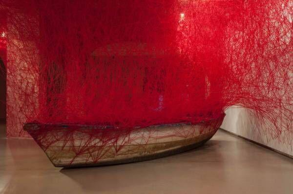 塩田千春やレアンドロ・エルリッヒによる作品の常設展示、十和田市現代美術館で開催!