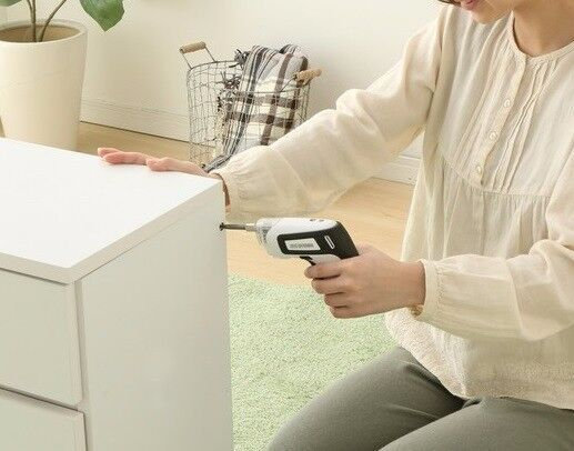 DIY女子に最適♡ 取り回しが簡単なコンパクトサイズ「充電式電動ドライバー」が発売。DIYや家具の組み立てなどが楽々♪