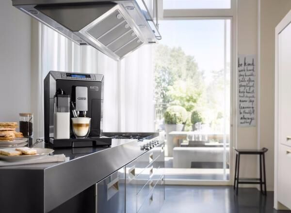 全自動コーヒーマシンの最高峰、デロンギから「大容量&フロント操作」のフルスペックモデル『エレッタ』が3/1(水)新登場!