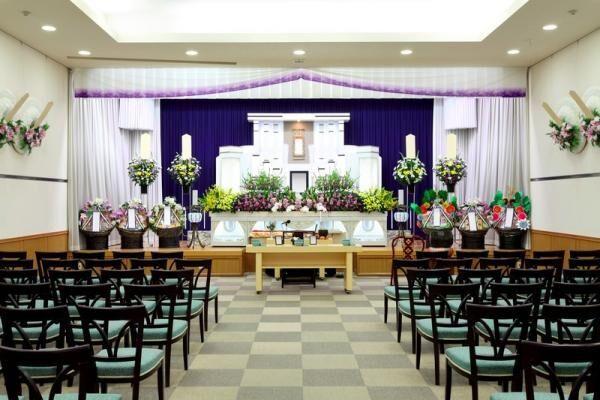 通夜、葬儀、告別式は何が違うの?特徴や流れ、それぞれの種類などを徹底解説