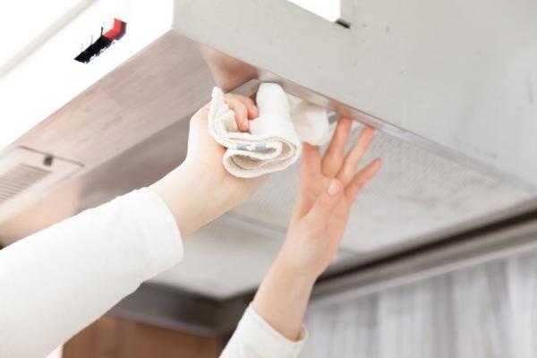レンジフード・換気扇の掃除方法、教えます。油汚れがべっとり付いたレンジフードもピカピカに!