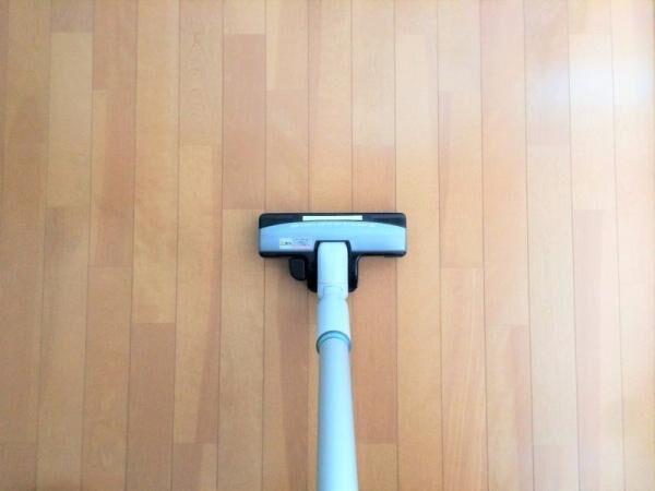 始めから掃除機は厳禁!実は知られていない正しいフローリングの掃除方法