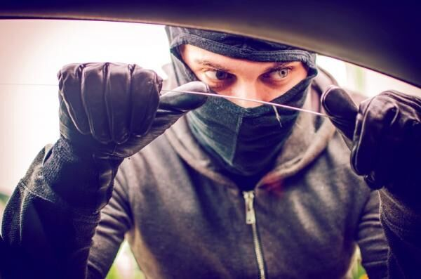 愛車を「盗難」「車上荒らし」から守ろう!知っておきたい傾向と対策とは?