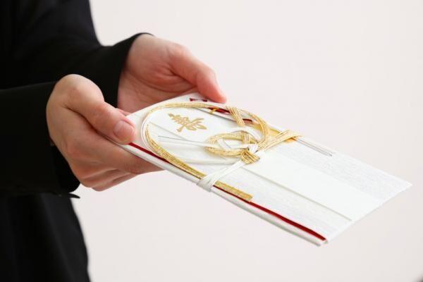 【結婚式・お葬式】ふくさはどう使う?マナーと注意点をご紹介