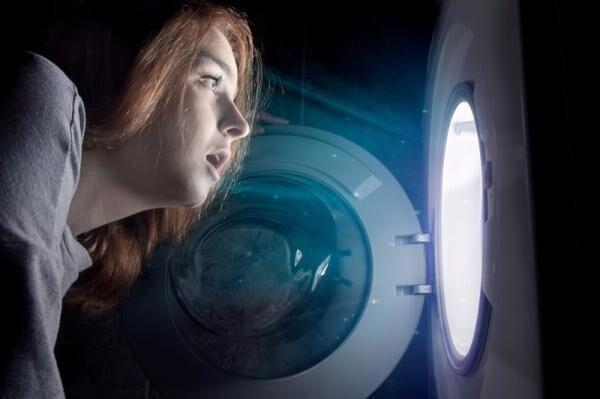 【誰もがやる大失敗…】ティッシュまみれの洗濯物を救出する手段、大公開!