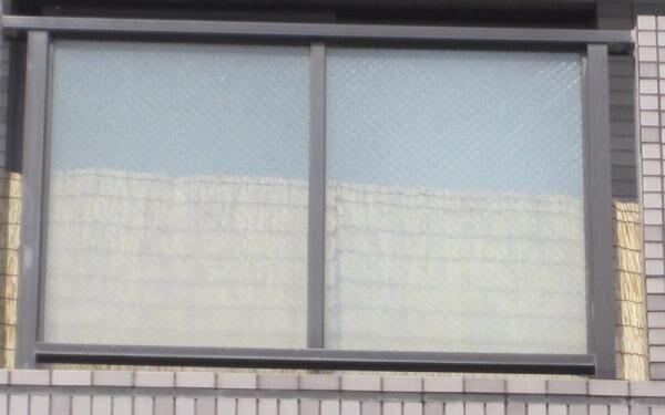 【洗濯物や物置が丸見え…!】100均のアイテムで「ベランダの目隠し」を作ってみた