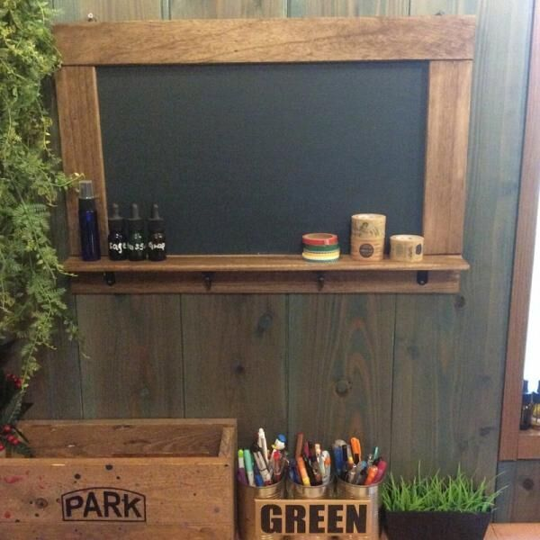 好きな場所に黒板をDIYしてみよう!塗料やマスキングテープを使ったアイデアをご紹介