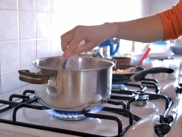 きれいなキッチンで快適なお料理を!ガスコンロの掃除アイデアまとめ
