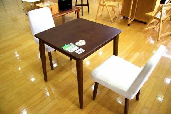 2,500円のダイニングセットや300円のカラーボックスも!?DIYベースにも最適な家具を格安に手に入れる方法とは?