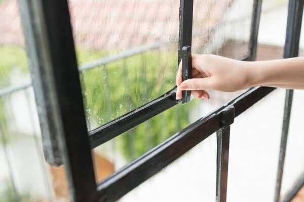 面倒な窓掃除のやり方が知りたい!窓ガラス、サッシ、網戸をピカピカにお掃除するアイデア