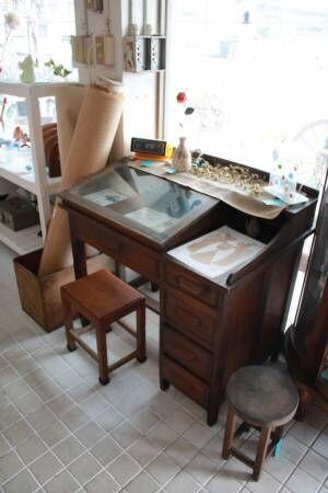本当の「お宝」があるかも?瀬戸内海のアンティーク家具店〔NEJIRO antiques 向島〕を探索!