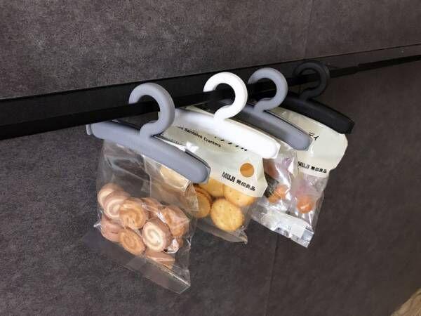 【セリア】引っ掛けられる!ハンガー型のモノクロポリ袋クリップで食べかけお菓子もかわいく保存♪