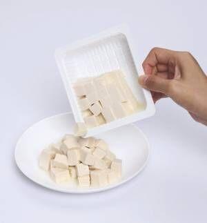 簡単に豆腐がさいの目に!?《豆腐さいの目カットプレート》が時短にもなる!
