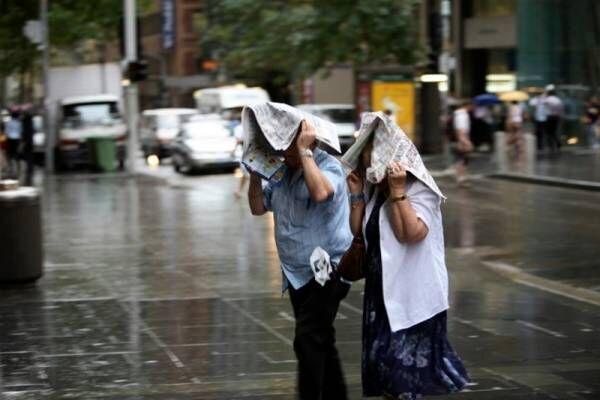 おでかけ先で突然の雨。傘がなくて困ったときの対処方法をご紹介!