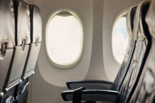 旅行の質を左右する!長時間の飛行機でリラックスして眠る方法とは