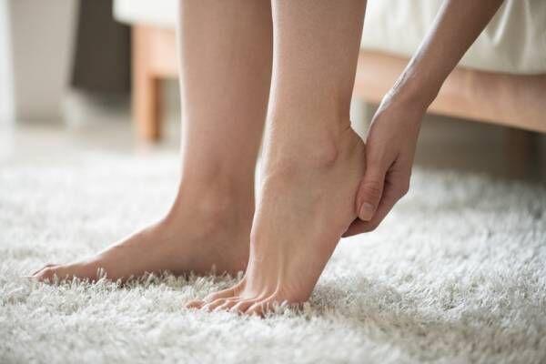 「足裏ケアってめんどくさい」を解消!お風呂で座ったまま使える時短便利グッズでつるつるかかとをめざそう♪