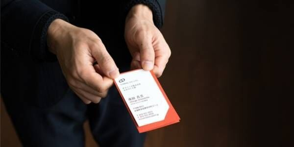 営業マン必見。相手の記憶に残る名刺交換を実現する「THE CARD JACKET」新発売