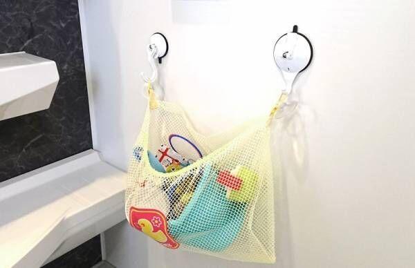 浴室のおもちゃ収納が落ちない「吸盤フック」とは?