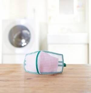 3D形状のマスク専用洗濯ネット「そのまま干せるマスク専用洗濯ネット(2枚組)」を7月6日より発売