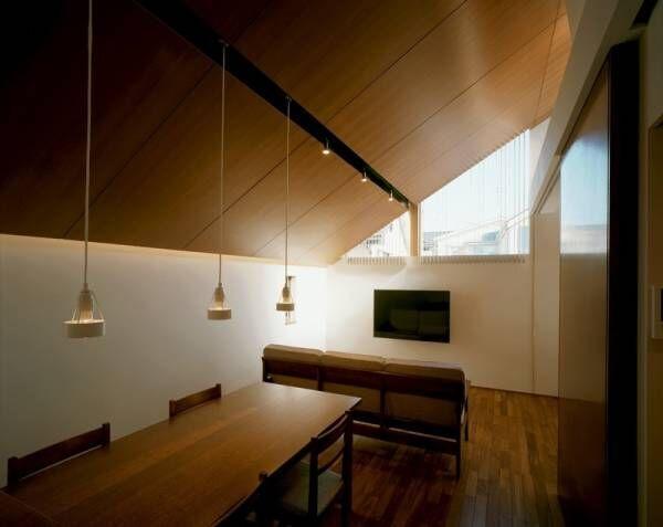 【One for 3 - 柿の木坂の家】<広がりと落ち着きを生む天井>完成
